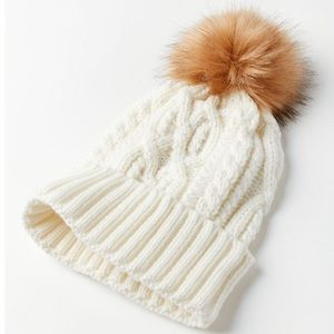 Urban Outfitters Cable Knit Fur Pompom Beanie Ivory Hat NEW